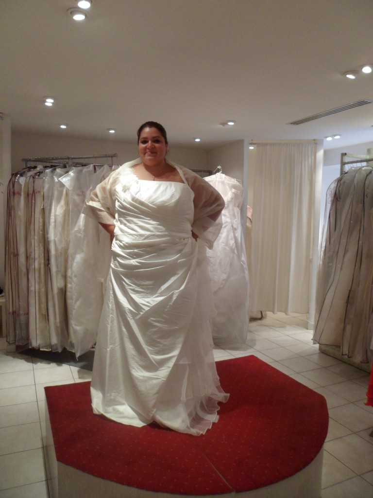 Robe chic pour mariage grande taille pr t porter for Robe taille plus pour mariage